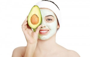 7 tuyệt chiêu dưỡng trắng da với mặt nạ bơ cực hiệu quả