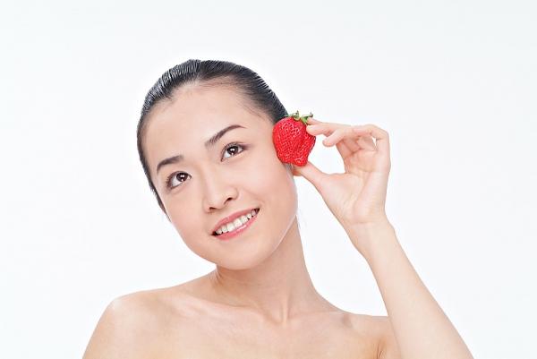 Trắng da với dâu tây 2
