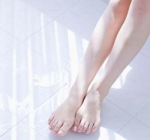 Cách làm trắng da chân hiệu quả, ít tốn kém