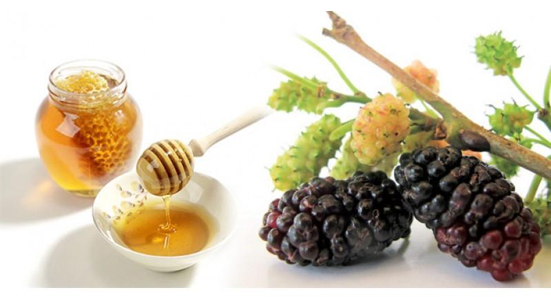 """""""Mách bạn"""" cách tắm trắng hiệu quả bằng dâu tằm và mật ong3"""