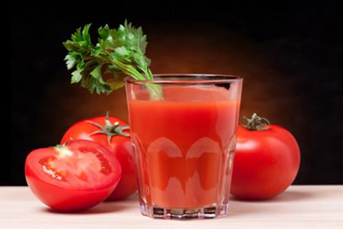 """""""Top 4"""" cách làm trắng da tại nhà hiệu quả bằng cà chua3"""