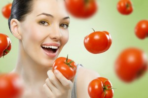 Cách làm trắng da mặt với cà chua cực nhanh, cực rẻ