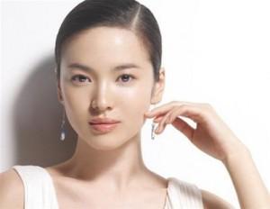Song Hye Kyo bật mí cách làm trắng da