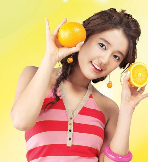 Hoa quả có chứa nhiều vitamin c giúp làn da khỏe mạnh, tươi trẻ, đẩy lùi các sắc tố như nám, tàn nhang
