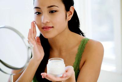 Quá lạm dụng mỹ phẩm trong chăm sóc da