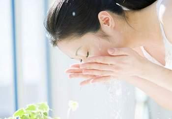 Rửa mặt bằng nước vo gạo giúp dưỡng da hiệu quả