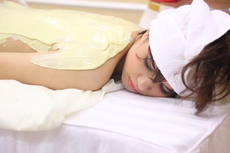 Ủ dưỡng da toàn thân với sữa non nguyên chất