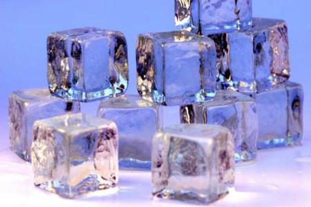 Massage bằng đá lạnh có tác dụng dưỡng trắng da