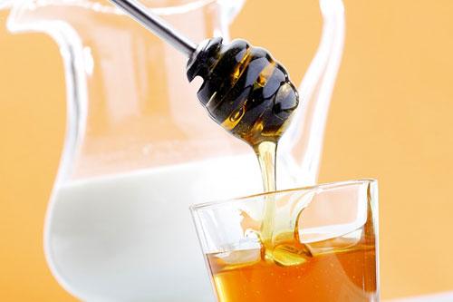 Tắm trắng bằng dâu tằm với mật ong