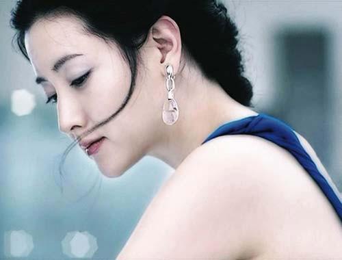 Chống nắng cũng là cách mà Lee Young Ae dưỡng trắng da